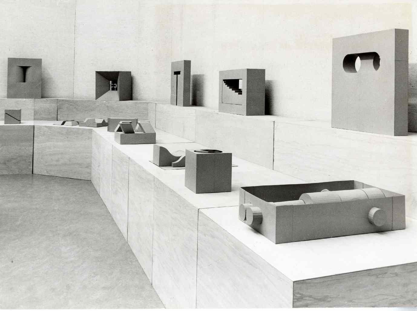 Erwin Heerich : Kartonplastieken, tekeningen en schilderijen