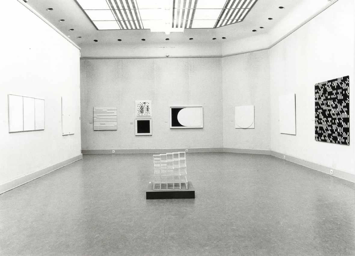 Recht/Gebogen : Keuze uit constructivistische beeldende kunst (1910-1970) uit de verzameling van de McCrory Corporation, New York