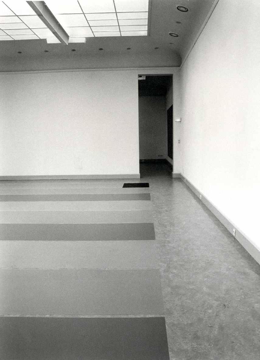 Zomeropstelling Eigen collectie en installaties van/door Maria Nordman, Lawrence Weiner en nieuwe schilderijen van Gerhard Merz