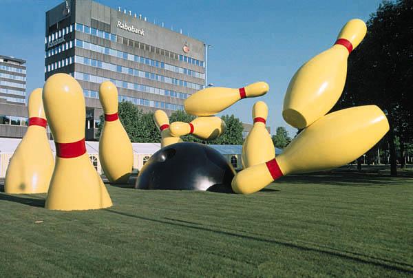 Claes Oldenburg & Coosje van Bruggen : Flying Pins : Een grootschalig project voor Eindhoven