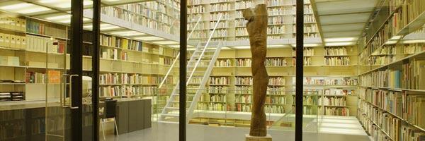 In de vitrines: Het conceptuele kunstenaarsboek uit de collectie van het Van Abbemuseum