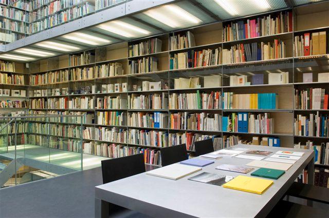 Bibliotheektentoonstellingen: Stichting October en Carol Robertson