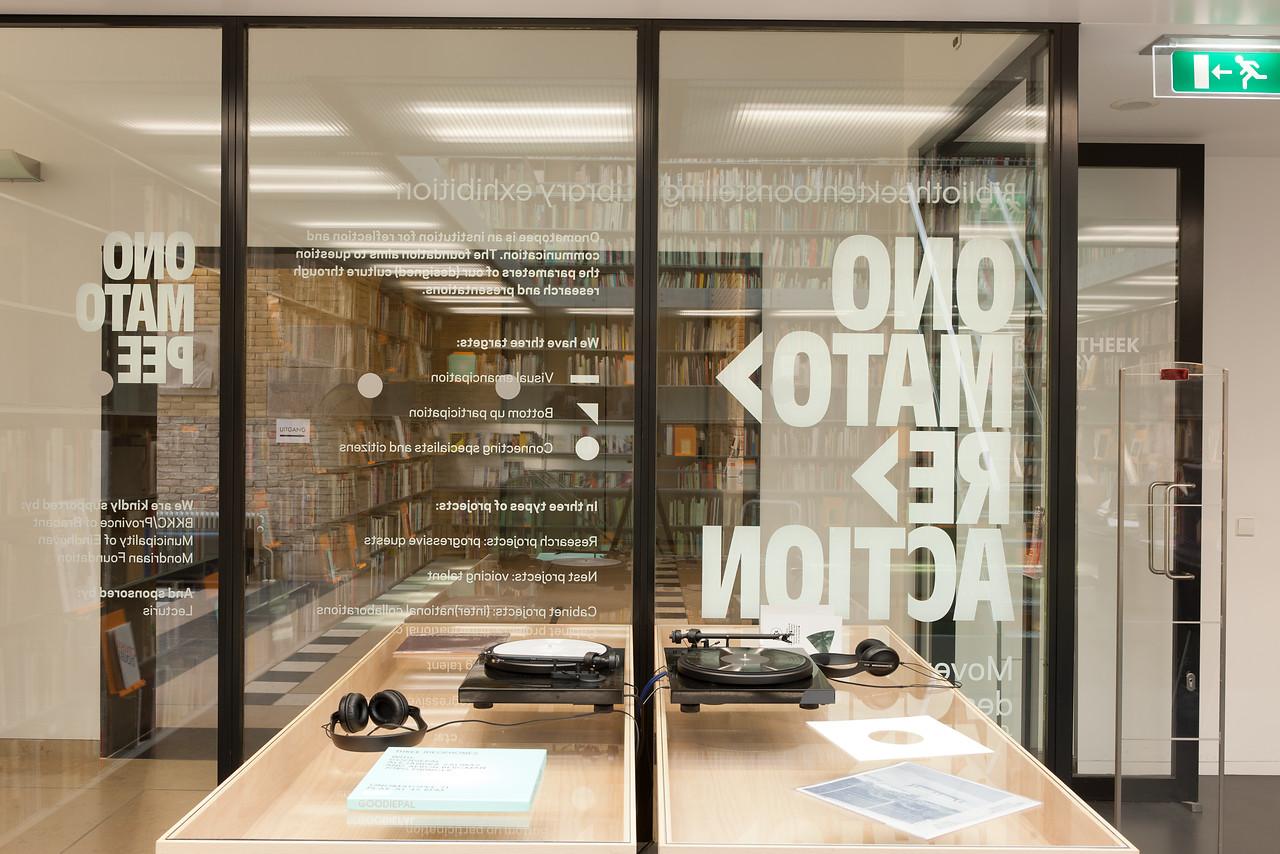 Bibliotheektentoonstellingen: Onomato>re>actie