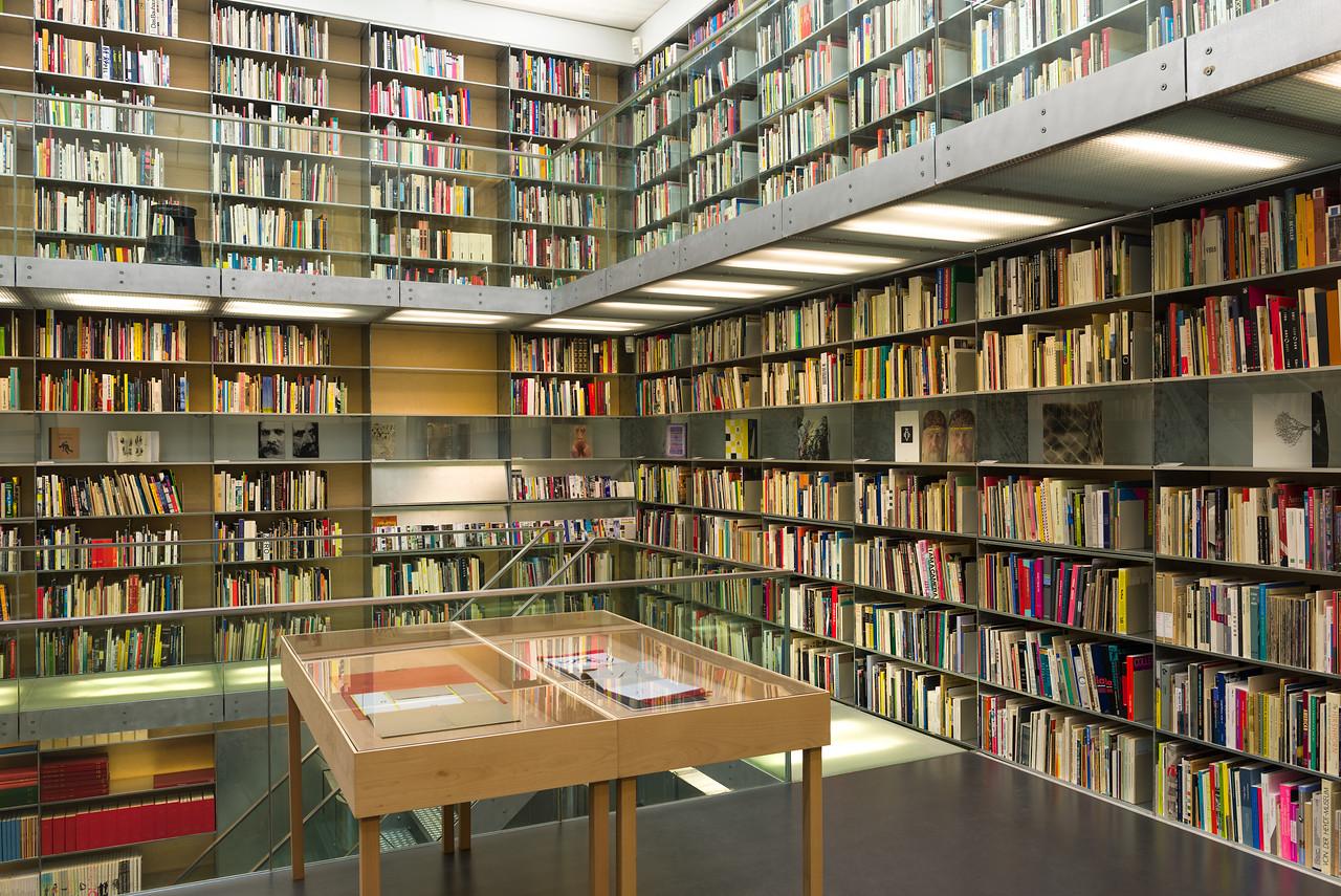 Bibliotheektentoonstellingen: 12 + 12