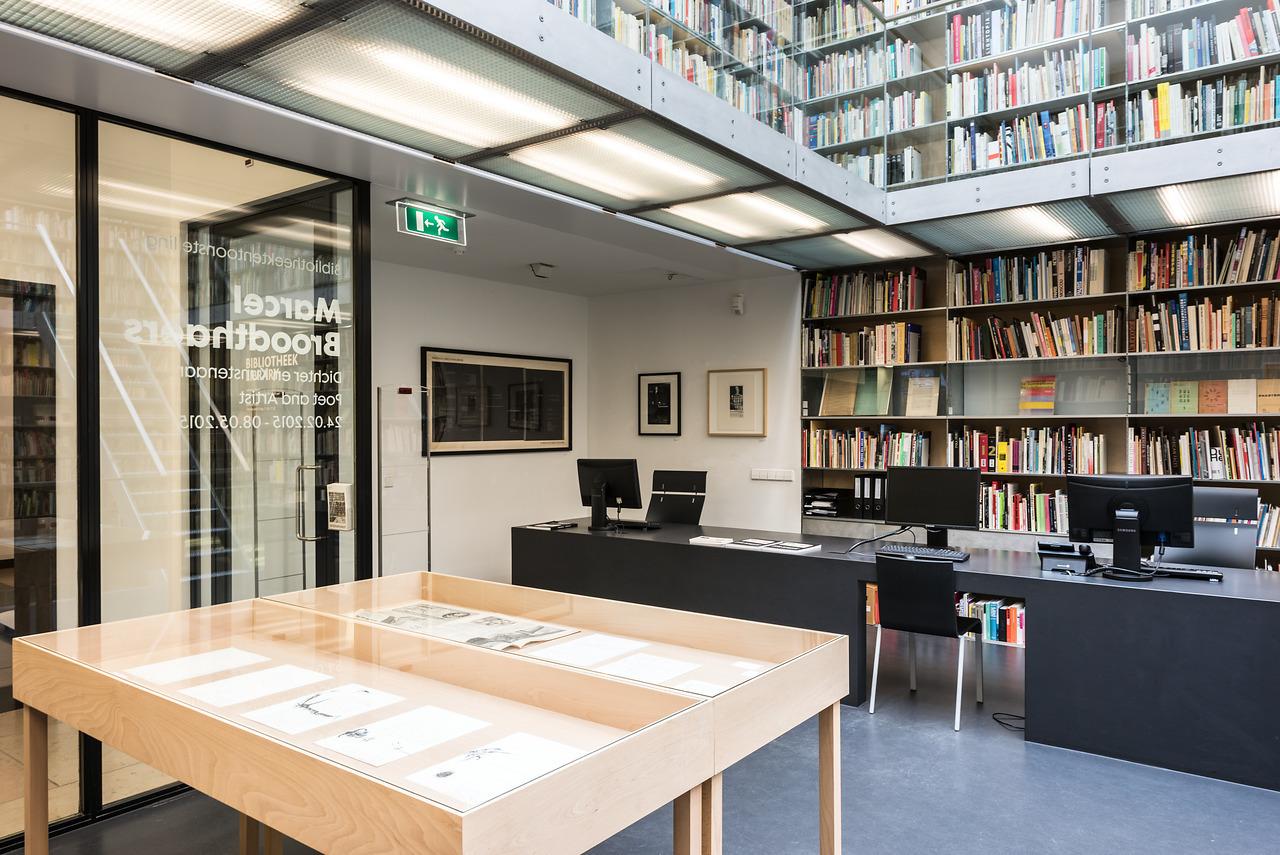 Bibliotheektentoonstellingen: Marcel Broodthaers : Dichter en kunstenaar