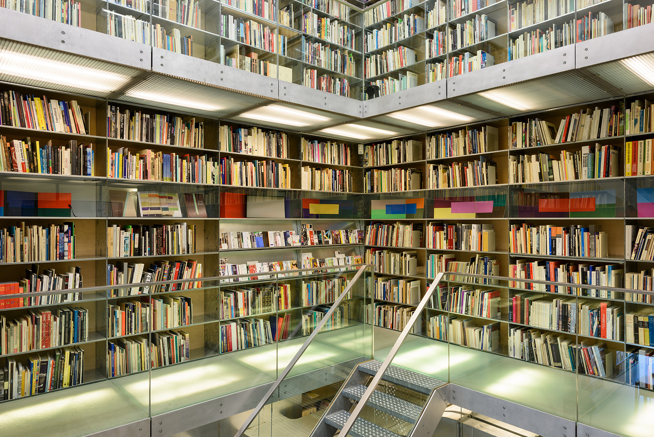 Bibliotheektentoonstellingen: Mikhail Karasik