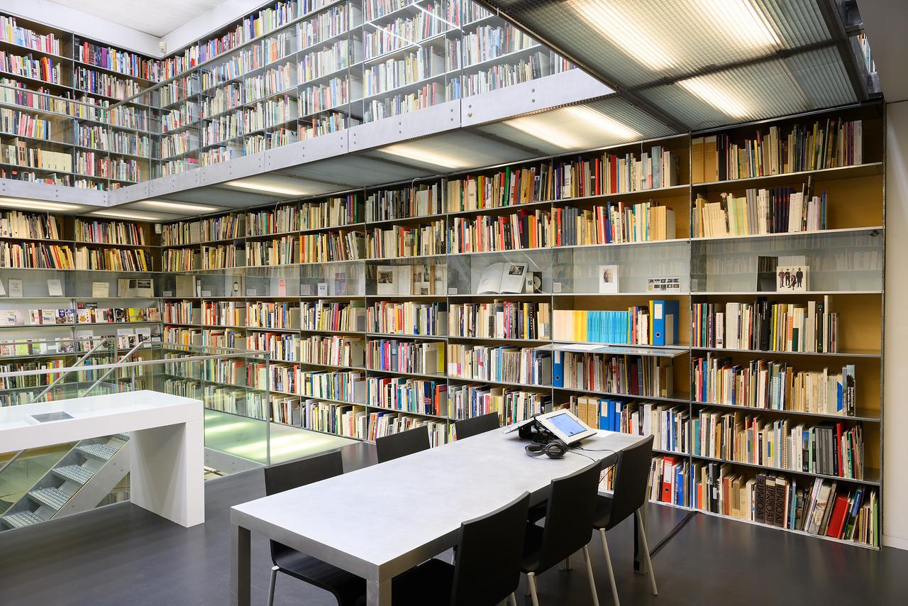 Bibliotheektentoonstellingen: Brian O'Doherty / Patrick Ireland