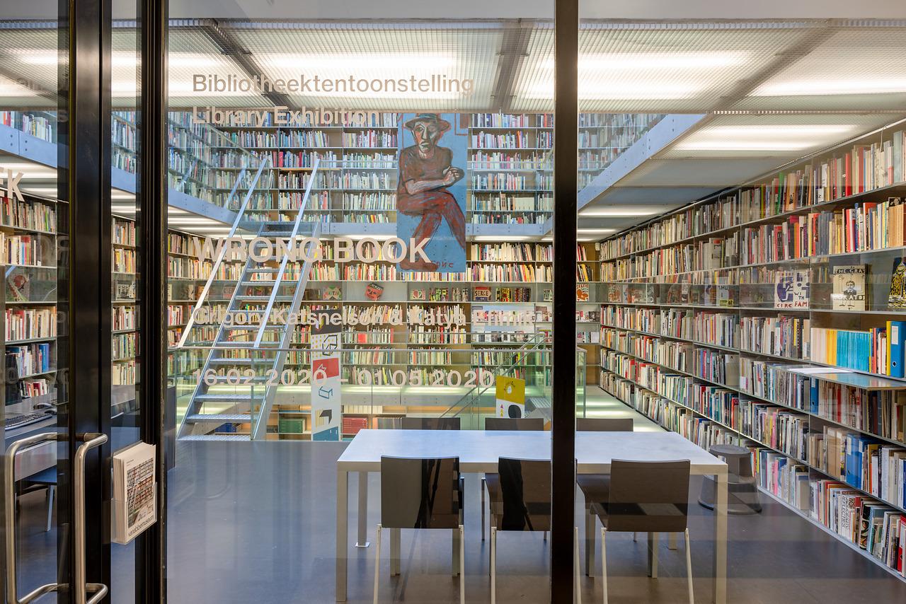 Bibliotheektentoonstellingen: Wrong Book